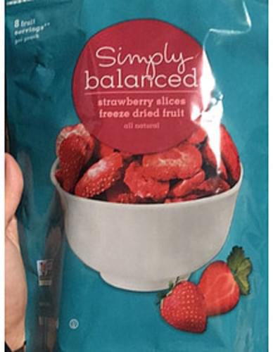 Simply Balanced Strawberry Slices Freeze Dried Fruit - 28 g